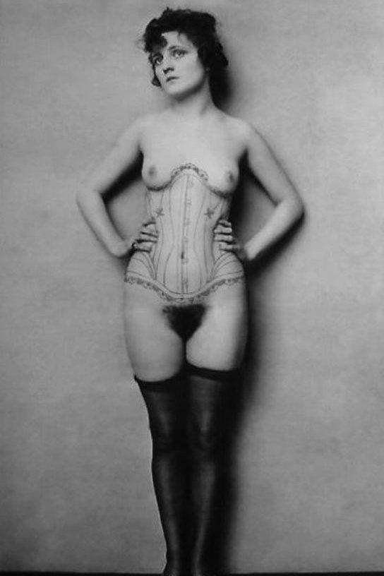 женщина 20 лет голая фото