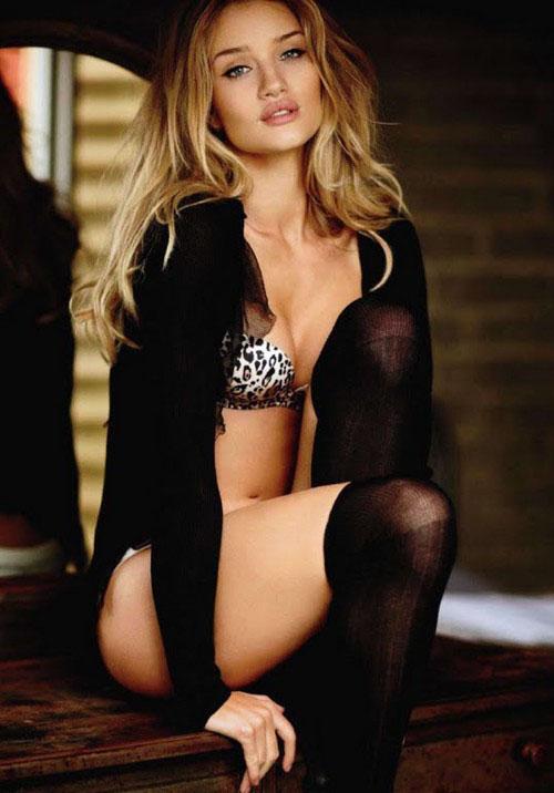 Rosie Huntington-Whiteley se dénude pour un magazine
